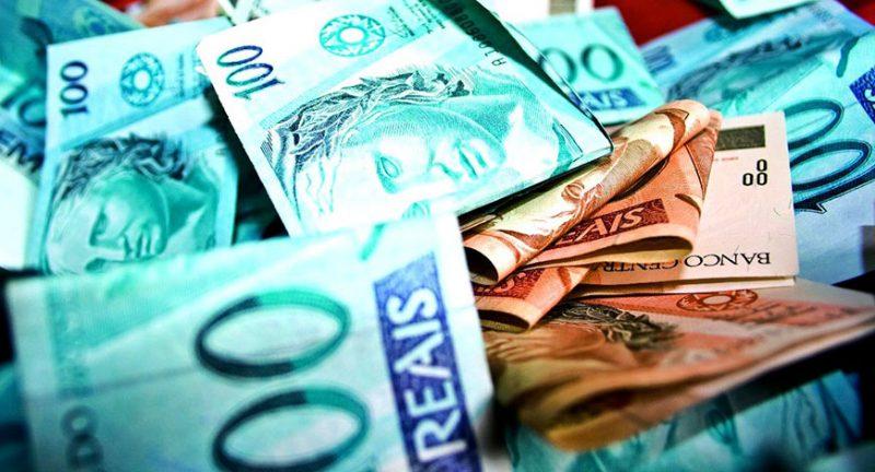 Um mil reais ou mil reais?
